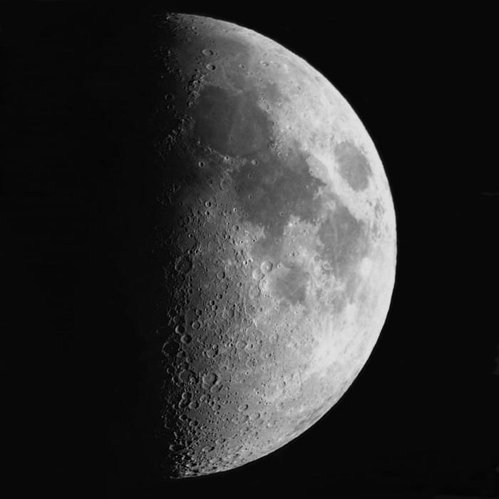 Luna en cuarto creciente – Estrellas en el Maestrat